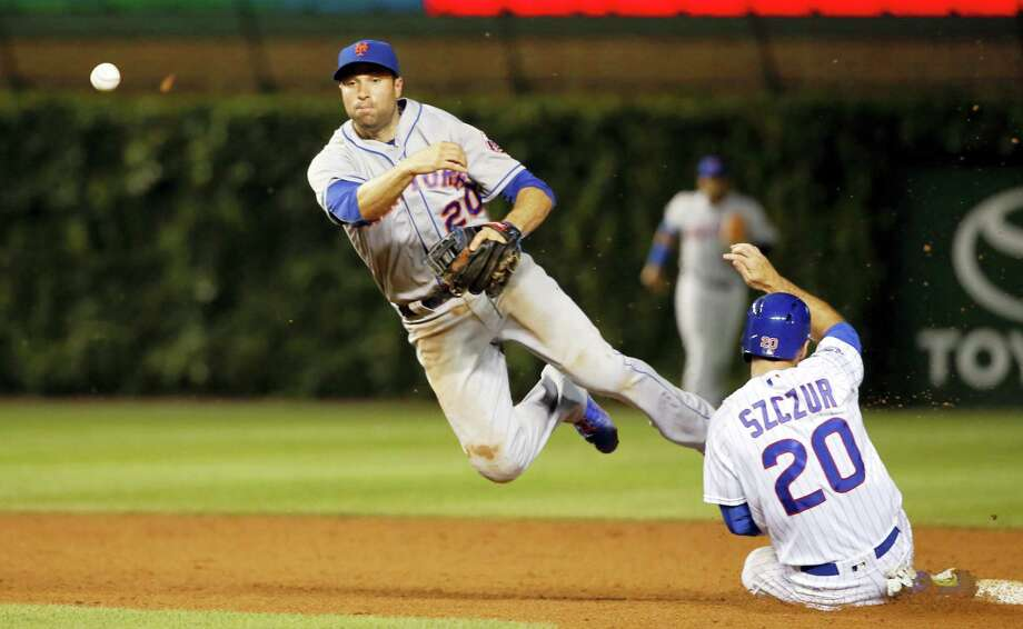 New York Mets second baseman Neil Walker (20) turns a game ending double play forcing Chicago Cubs' Matt Szczur out at second and getting Kris Bryant at first during the ninth inning Tuesday in Chicago. The Mets won 2-1. Photo: REX ARBOGAST — THE ASSOCIATED PRESS  / Copyright 2016 The Associated Press. All rights reserved. This material may not be published, broadcast, rewritten or redistribu
