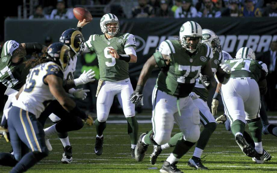 New York Jets quarterback Bryce Petty (9) throws against the Los Angeles Rams during the second quarter Sunday in East Rutherford, N.J. Photo: Bill Kostroun - THE ASSOCIATED PRESS  / FR51951 AP