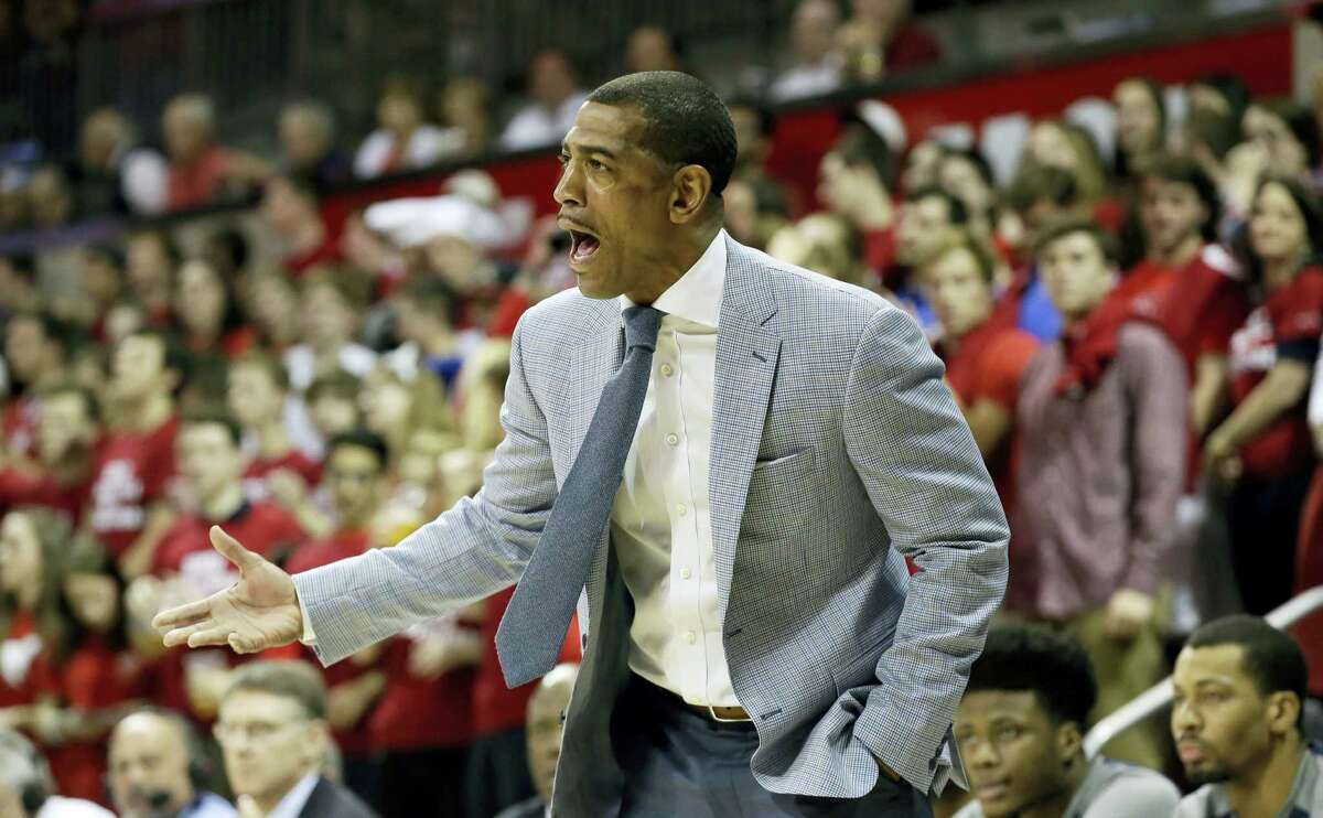 Connecticut head coach Kevin Ollie questions a call during the first half of an NCAA college basketball game against SMU Thursday, March 3, 2016, in Dallas. (AP Photo/LM Otero) ¬