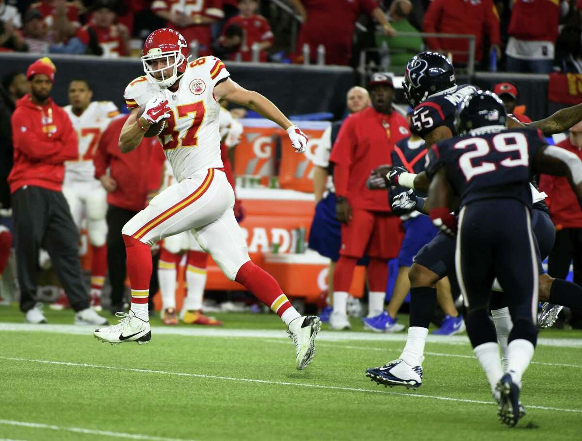 Chiefs tight end Travis Kelce (87) makes a play during the second half of Saturday's game against the Texans in Houston.