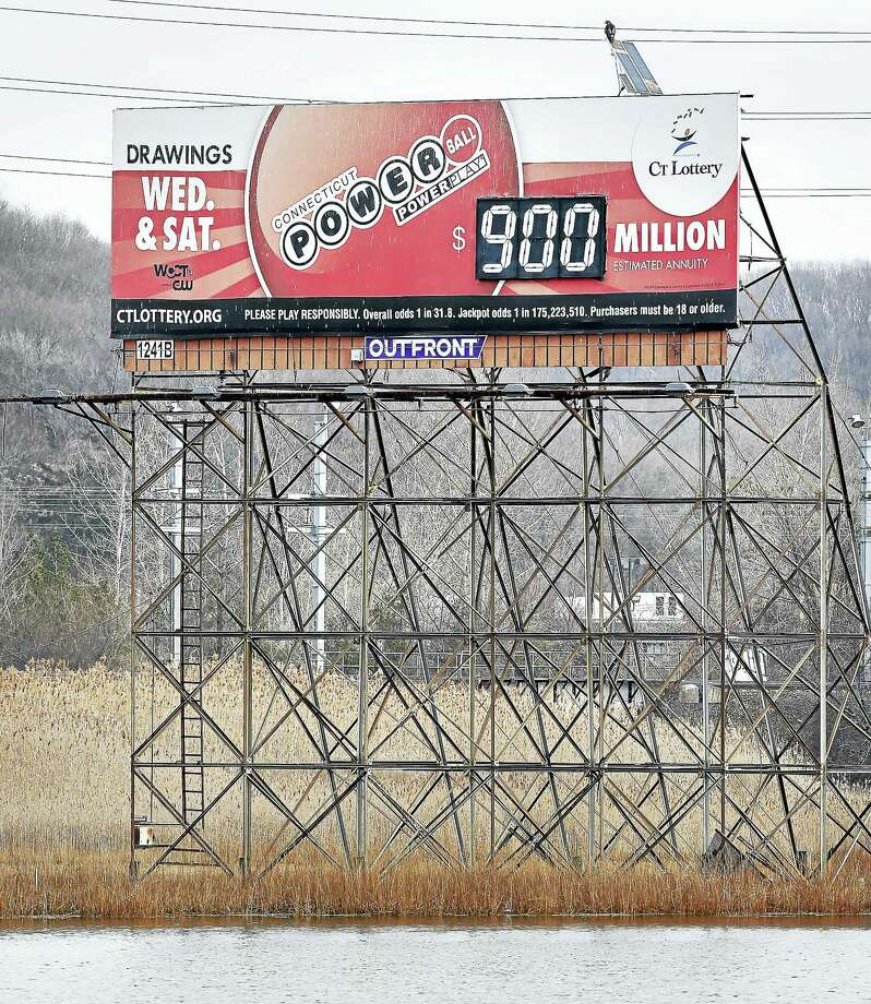 A Powerball sign overlooking the Quninnpiac River in New Haven reads 900 million as the jackpot for a drawing on 1/9/2016. Photo: Arnold Gold-New Haven Register