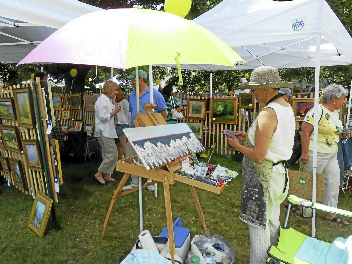 Photos by Jane White The Plein Air Painters of Old Lyme will hold the yearly Outdoor Fence Show on Saturday, July 30, 9 a.m.-4 p.m. Above, Pam Carlson gives a demonstration during last year's show.