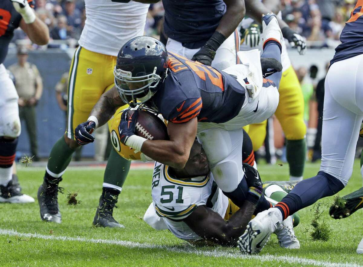 FILE - In this Sept. 13, 2015, file photo, Chicago Bears running back Matt Forte (22) dives into the end zone for a touchdown as Green Bay Packers linebacker Nate Palmer (51) has his helmet knocked off during the first half an NFL football game, in Chicago. Two people familiar with the decisions told The Associated Press on Thursday, March 10, 2016, that the Jets agreed in principle to sign free-agent running backs Matt Forte and Khiry Robinson, and re-sign running back Bilal Powell. The people spoke to the AP on condition of anonymity because the Jets had not announced the signings. (AP Photo/Nam Y. Huh, File)