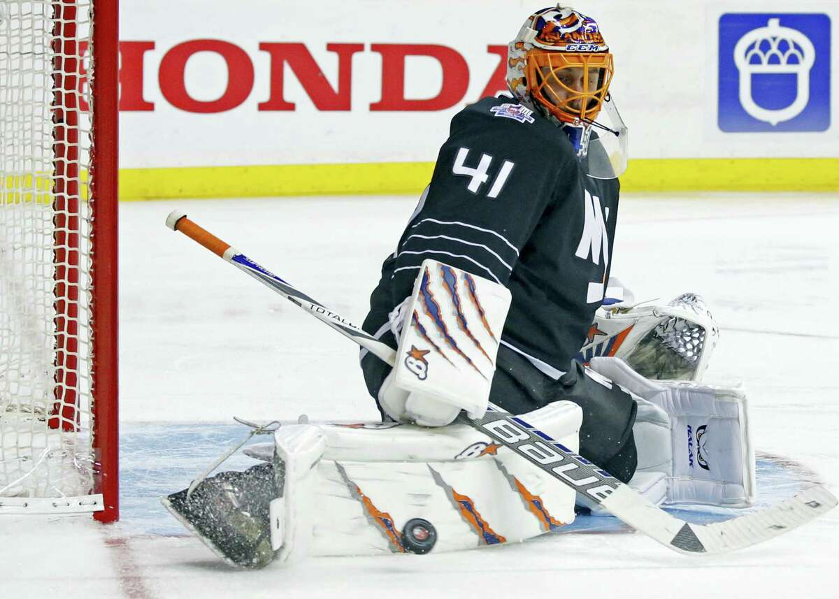 New York Islanders goalie Jaroslav Halak makes a save with his leg pad during the third period of an NHL hockey game against the Pittsburgh Penguins in New York, Tuesday, March 8, 2016. The Islanders defeated the Penguins 2-1. (AP Photo/Kathy Willens)
