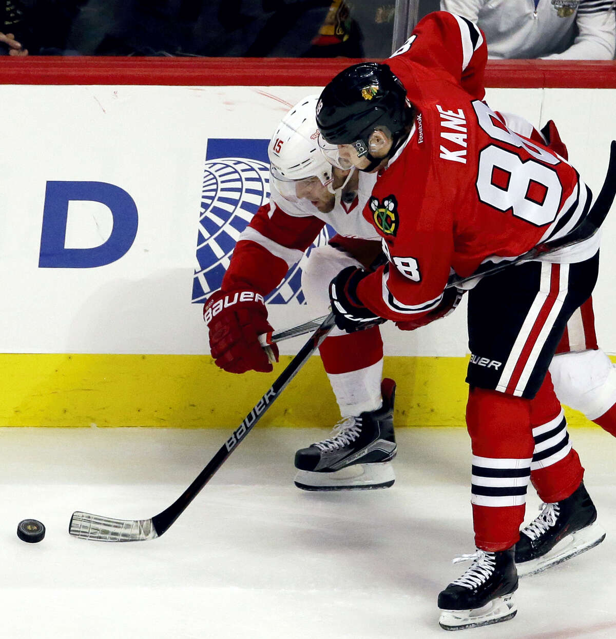 Detroit Red Wings center Riley Sheahan, left, and Chicago Blackhawks right wing Patrick Kane battle for the puck during the second period of an NHL hockey game Sunday, March 6, 2016, in Chicago. (AP Photo/Nam Y. Huh)