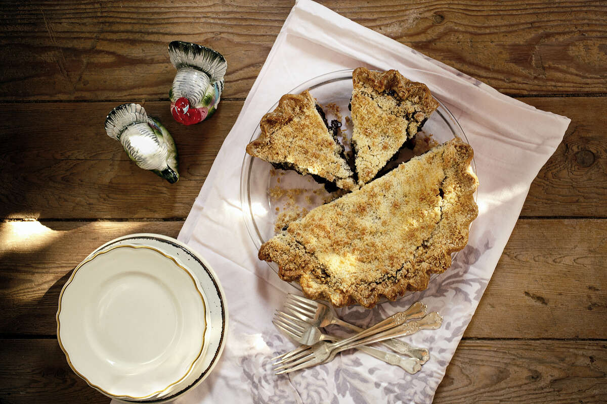 """Daddy's Apple Mince Pie from """"Sweetie-licious Pies: Eat Pie, Love Life"""" by Linda Hundt."""