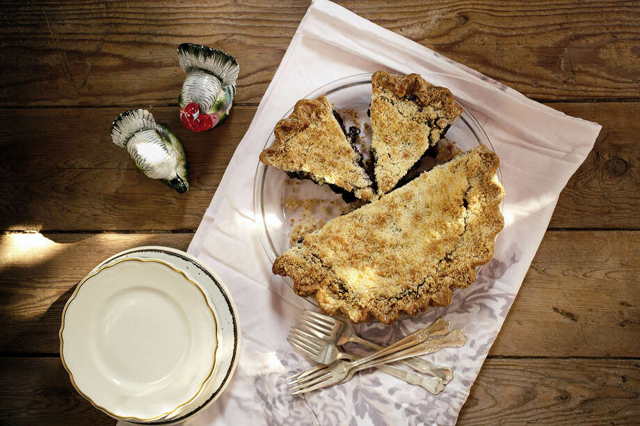 """Daddy's Apple Mince Pie from """"Sweetie-licious Pies: Eat Pie, Love Life"""" by Linda Hundt. Photo: Photo Courtesy Of Clarissa Westmeyer — Kalman & Pabst Photo Group  / Copyright © 2013 Linda Hundt"""