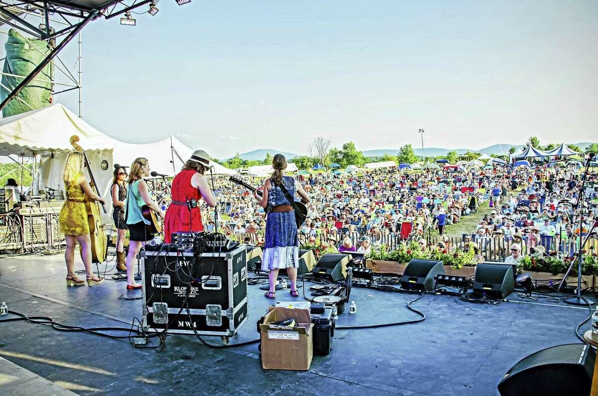 Della Mae plays the 2013 Grey Fox Bluegrass Festival.