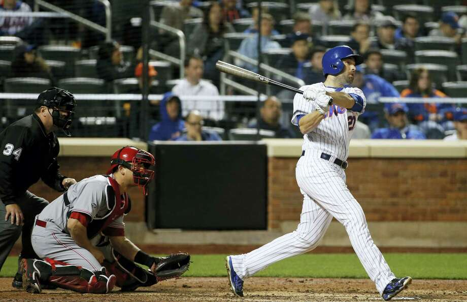 New York Mets second baseman Neil Walker (20) hits a seventh-inning, two-run home run in a baseball gamen against the Cincinnati Reds, Monday, April 25, 2016, in New York.  (AP Photo/Kathy Willens) Photo: AP / AP