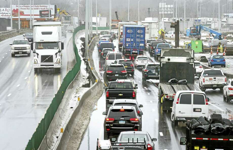 (Arnold Gold-New Haven Register)  Traffic creeps along on Interstate 95 between exits 44 and 46 near the border between New Haven and West Haven earlier this year. Photo: Journal Register Co.