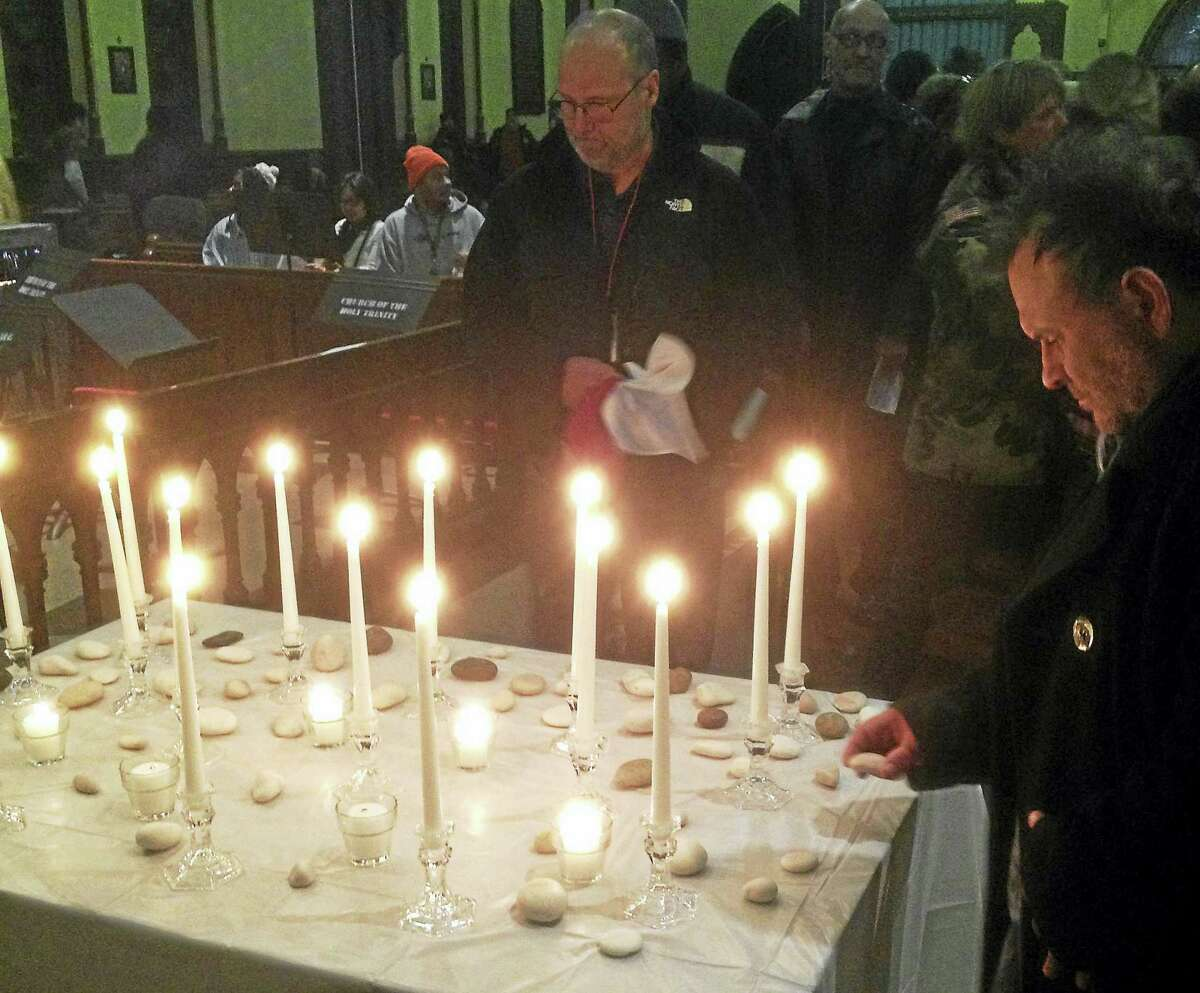 Hundreds gathered in Middletown Thursday to celebrate success in the effort to end homelessness and to honor 15 members of the homeless community who died in 2016.