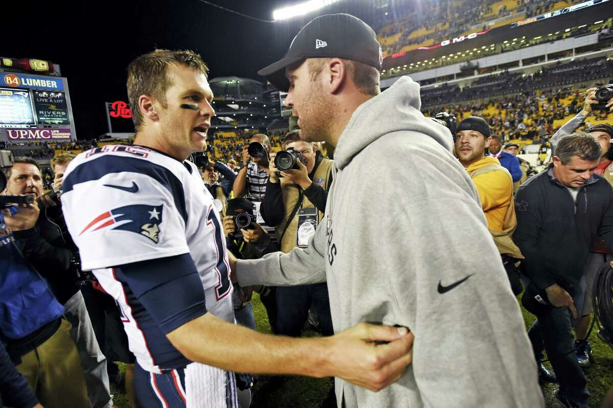 Steelers quarterback Ben Roethlisberger, right, and New England Patriots quarterback Tom Brady, left, visit on the field after their game in Pittsburgh.
