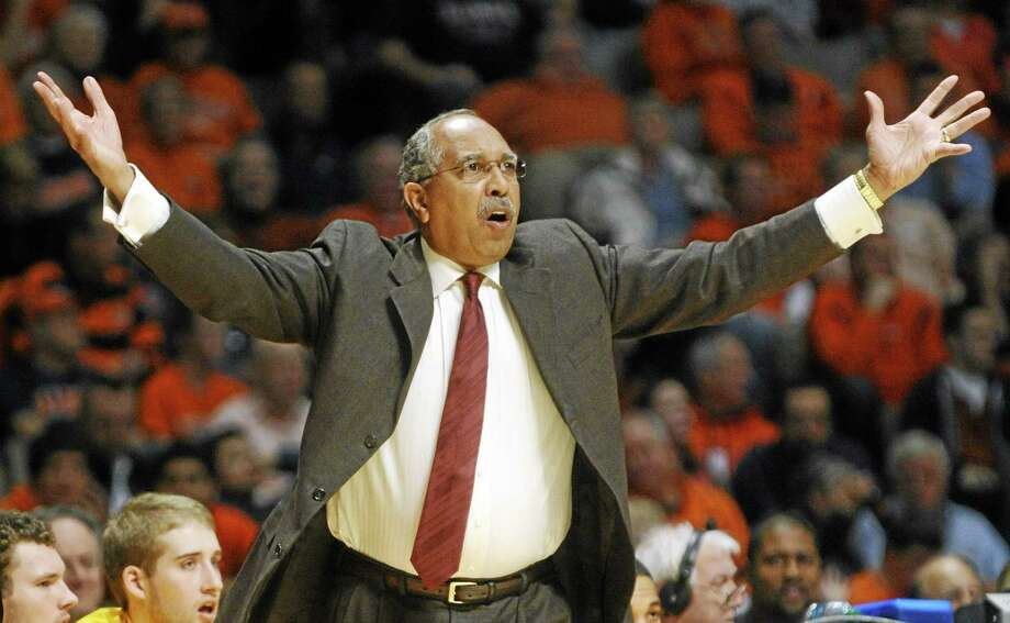 Minnesota head coach Tubby Smith shouts to his team during their NCAA college basketball game against Illinois, Wednesday, Jan. 9, 2013, in Champaign, Ill. (AP Photo/The News-Gazette, Darrell Hoemann)  MANDATORY CREDIT Photo: AP / The News-Gazette