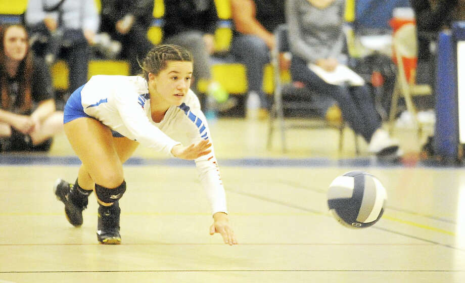 Hale Ray senior libero Kyra Vumback had 12 digs in the Noises' win over H-K Monday night. Photo: Jimmy Zanor - Middletown Press
