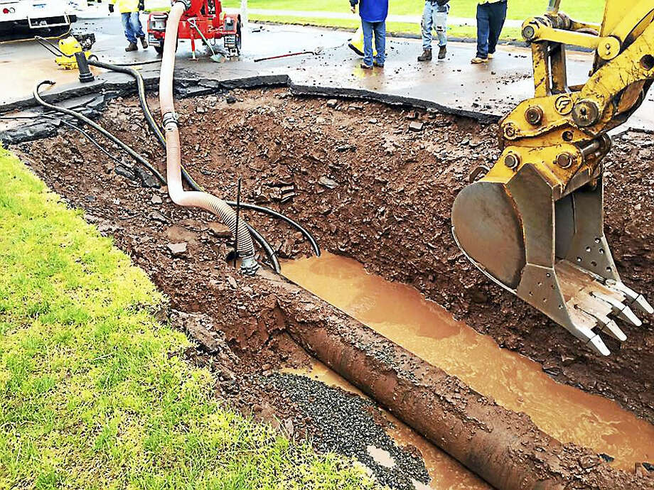 City of Middletown Water and Sewer crews work to repair a large water main break that took place Tuesday at 1:30 a.m. on Aspen Drive. Photo: Courtesy Mayor Dan Drew