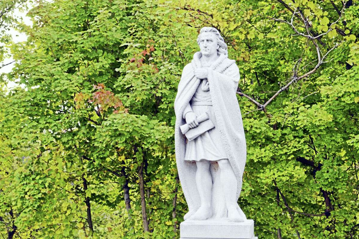The Columbus Quincentenniel Committee of Middletown raised more than $50,000 in 1992 to commission the monument and gave it to the city, where it now stands looking out over the Connecticut River toward Hartford.