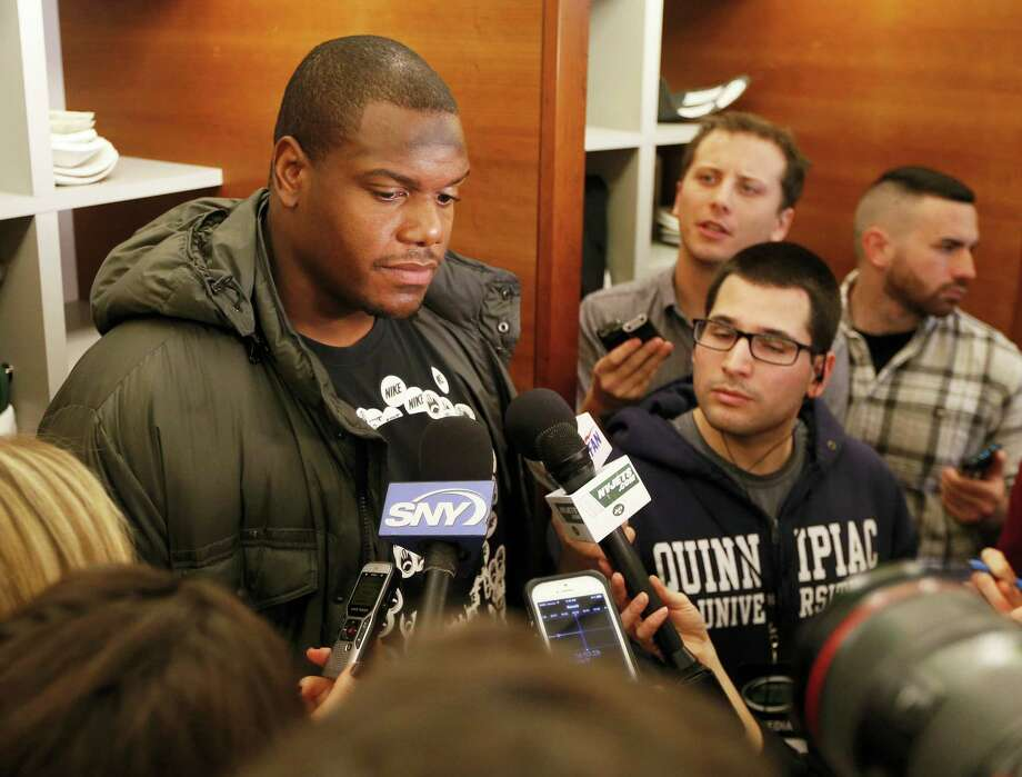 D'Brickashaw Ferguson, shown here in a 2014 file photo, is walking away from football after 10 years of protecting New York Jets quarterbacks. Photo: The Associated Press File Photo  / FR27227 AP