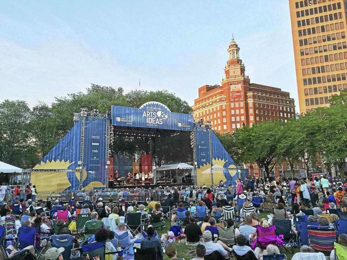 The main stage on the New Haven Green.