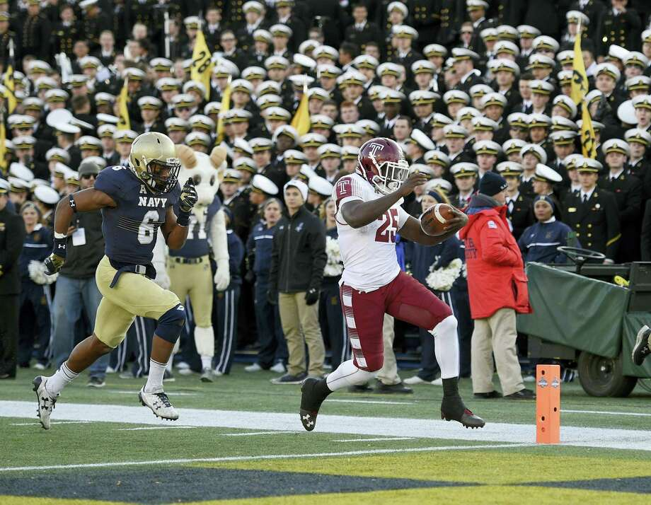 Temple running back Ryquell Armstead runs for a touchdown past Navy safety Sean Williams during the second half Saturday in Annapolis, Md. Photo: Nick Wass — The Associated Press  / FR67404 AP