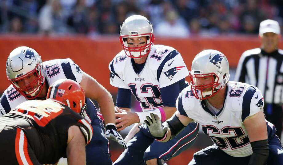 Tom Brady looks to pass against the Browns on Sunday. Photo: Ron Schwane — The Associated Press  / FR78273 AP