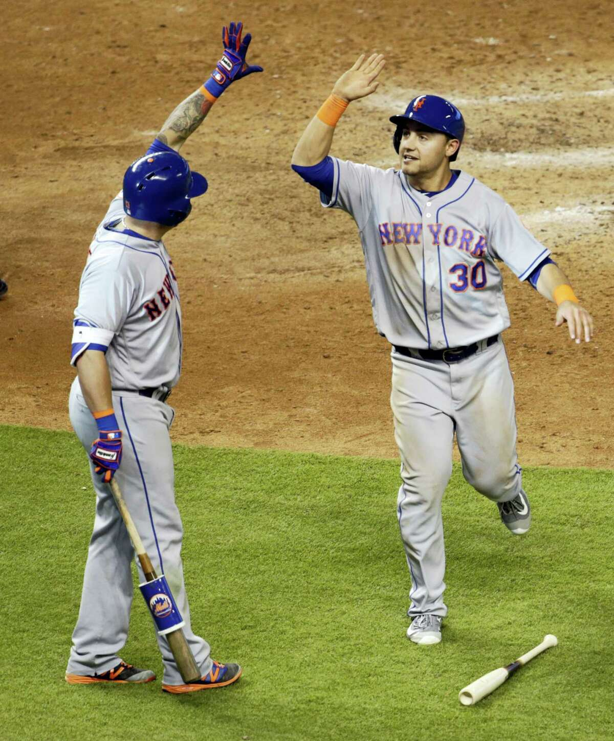 Michael Conforto, right, is greeted by Asdrubal Cabrera after scoring in the eighth inning.