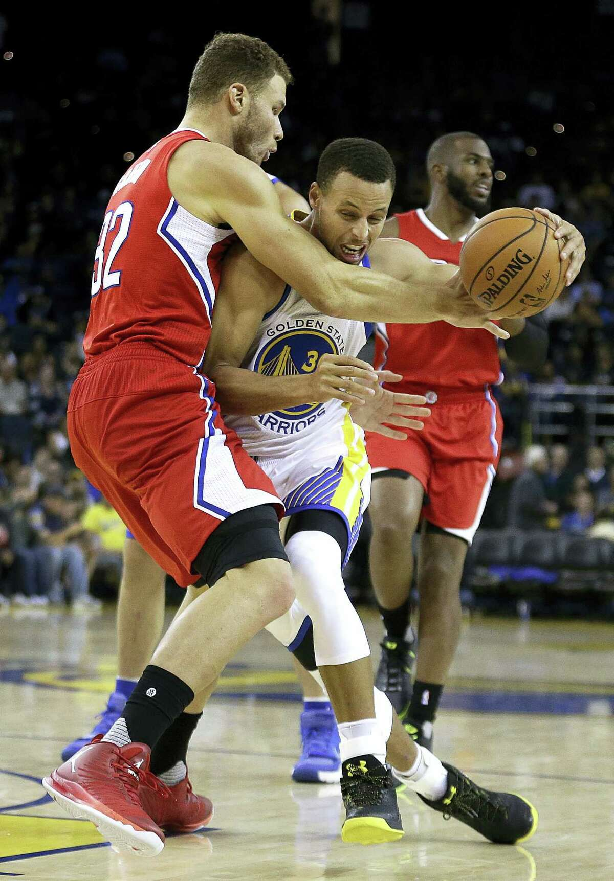 Los Angeles Clippers' Blake Griffin, left, guards Golden State Warriors' Stephen Curry during the third quarter of a pre-season NBA basketball game on Oct. 4, 2016, in Oakland, Calif.