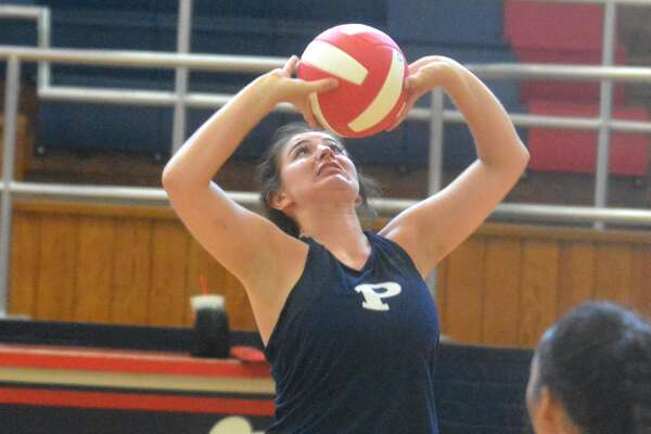 Plainview's Lauren Pritchard sets the ball to one of her hitters during a volleyball scrimmage last week. The Lady Bulldogs got their first win of the season Friday with a two-set victory over Lubbock High at the Mansfield Tournament.