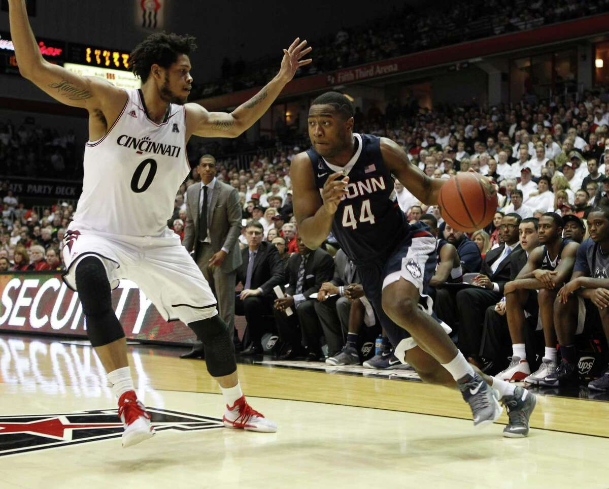 UConn guard Rodney Purvis drives to the basket against Bearcats forward Quadri Moore during Thursday's game in Cincinnati.