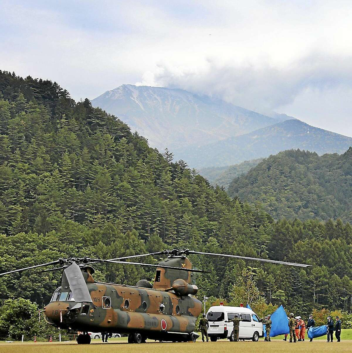 A Ground Self-Defense Force CH47 transport helicopter is on standby in Ontake, Nagano Prefecture. Rescue operations at Mount Otake were suspended Tuesday morning because of signs that volcanic activity could resume.