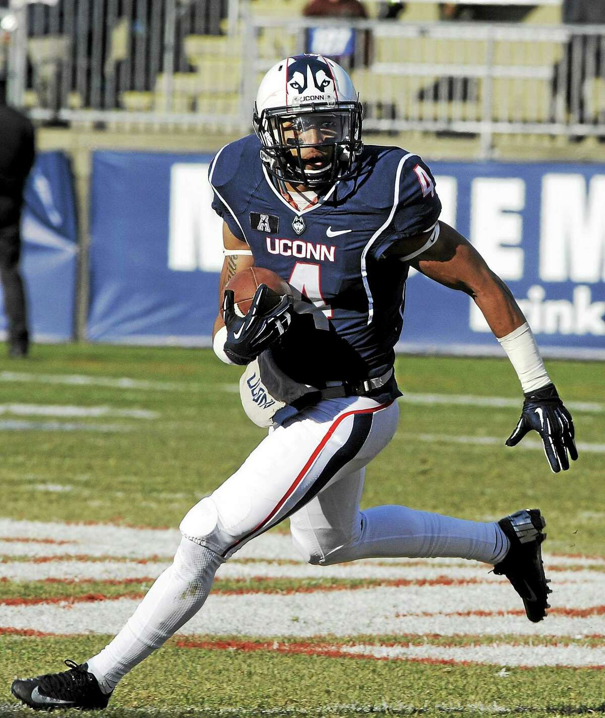 UConn wide receiver Deshon Foxx got some time at quarterback in Saturday's loss to Temple.