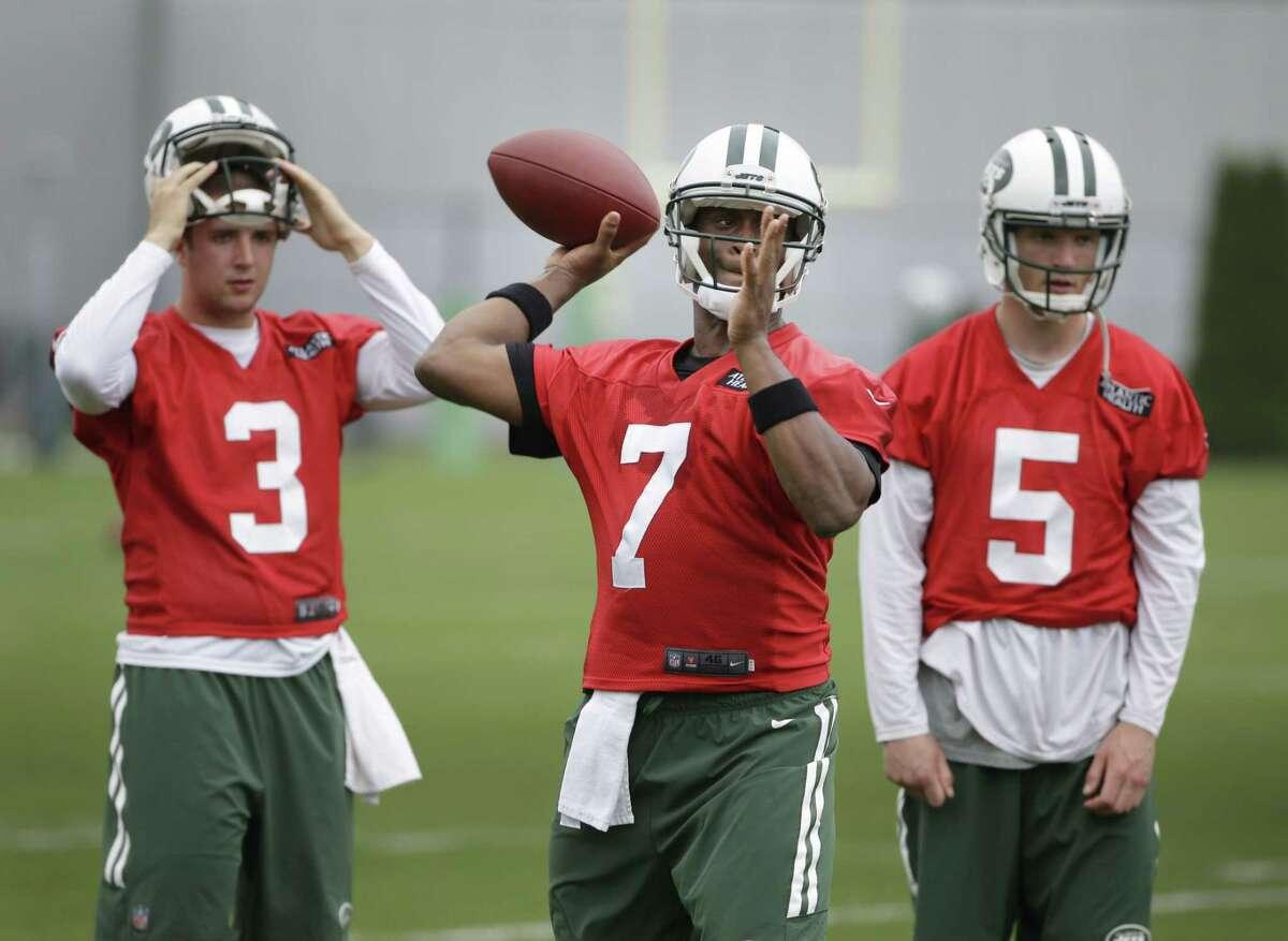 The New York Jets released quarterback Matt Simms (5) on Thursday.