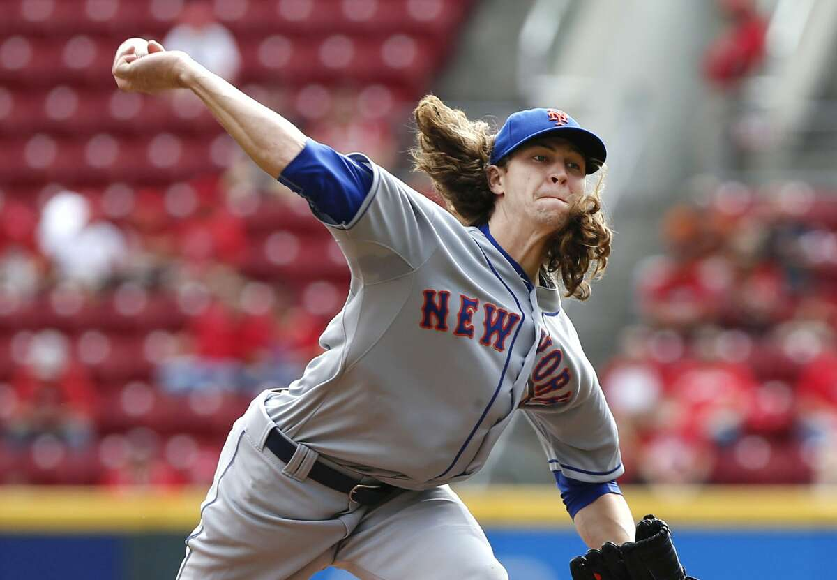 Jacob deGrom throws a pitch in the first inning of Sunday's game against the Reds.