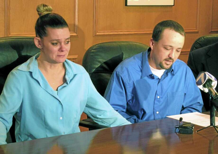 Missie McGuire, left, listens to her husband, Dennis McGuire, at a news conference on Jan. 17, 2014, in Dayton, Ohio, where they announced their planned lawsuit against the state over the unusually slow execution of his father, also named Dennis McGuire. Photo: AP File Photo  / AP