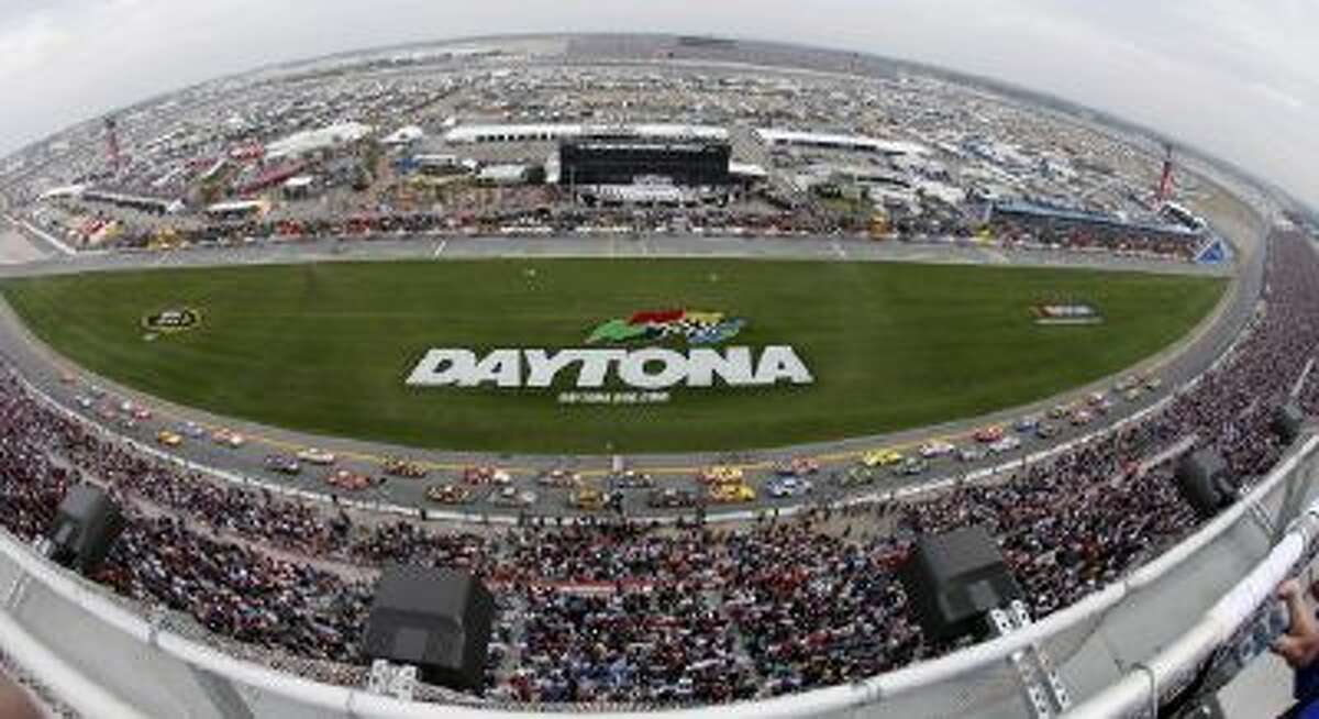 Drivers take the green flag of the 2009 Daytona 500.
