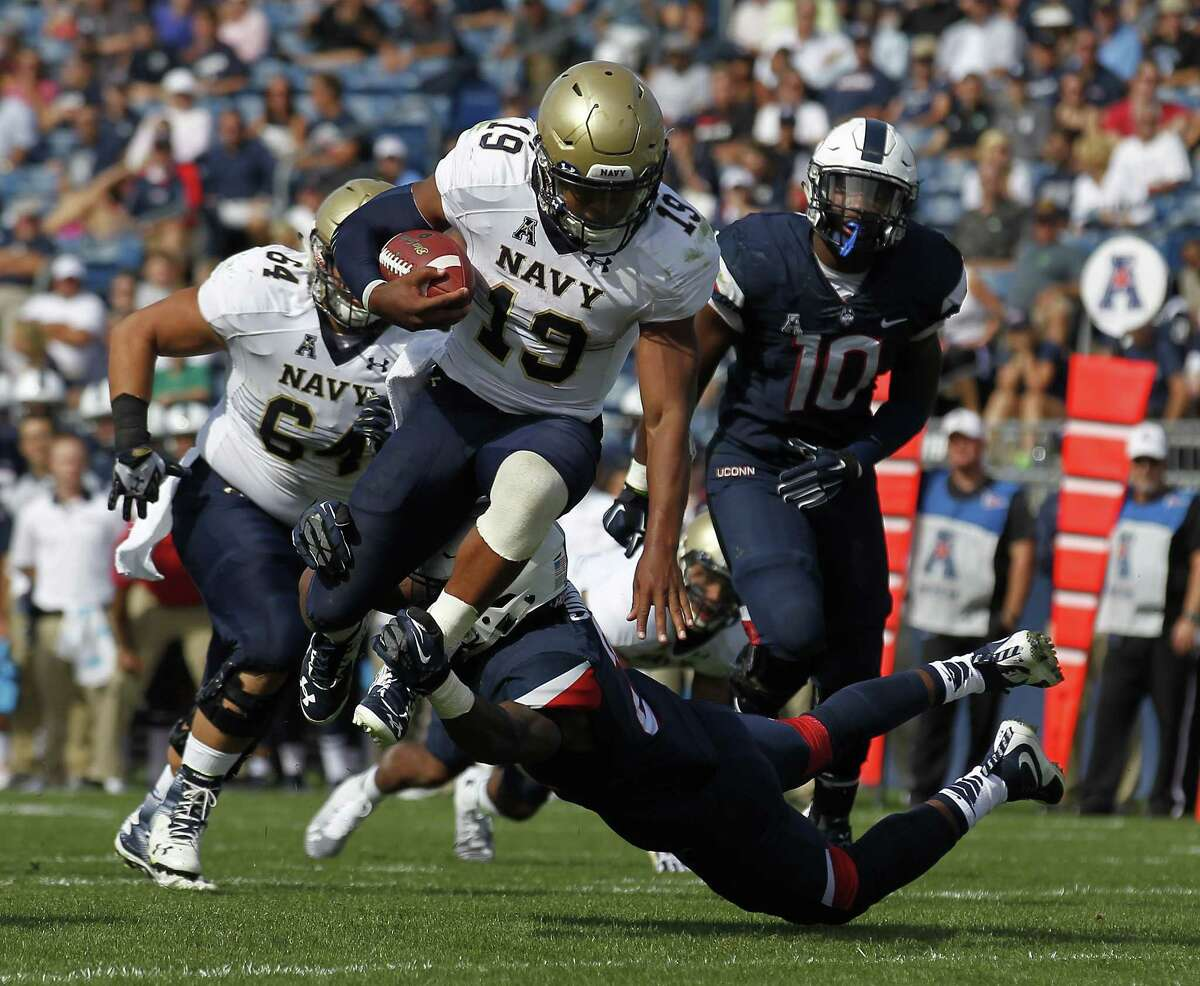 Jamar Summers and the UConn defense were unable to slow down Navy quarterback Keenan Reynolds (19) Saturday at Rentschler Field.