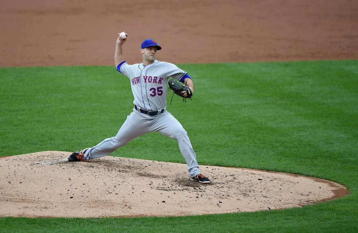 New York Mets starter Dillon Gee delivers a pitch against the Nationals in the third inning of Thursday's afternoon game in Washington.