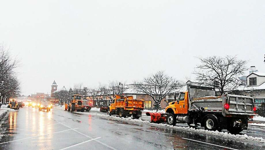 Middletown Public Works road crews lay down salt and clear snow from Main Street ahead of the Jan. 26 blizzard. Photo: Cassandra Day — The Middletown Press