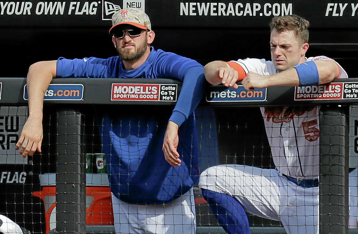 The Mets' Eric Campbell and David Wright (5) watch from the dugout during Monday's 5-3 loss to the Pittsburgh Pirates in New York.