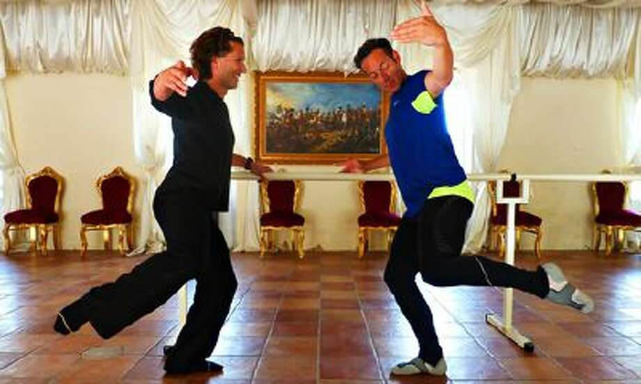 Jonathan Thompson learning ballet dance in Provence. / PR