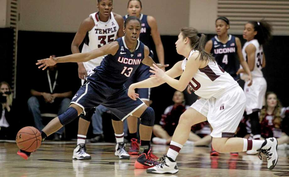 UConn's Brianna Banks (13) defends as Temple's Meghan Roxas, right, passes the ball during a Jan. 28 in Philadelphia. Photo: H. Rumph Jr. — The Associated Press  / FR61717 AP