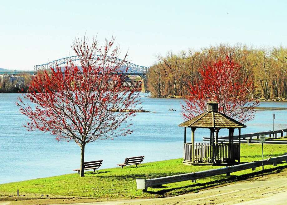 Cromwell's Frisbee Park overlooks the Connecticut River, where Cromwell Outboard Association leases the town dock. Photo: File Photo