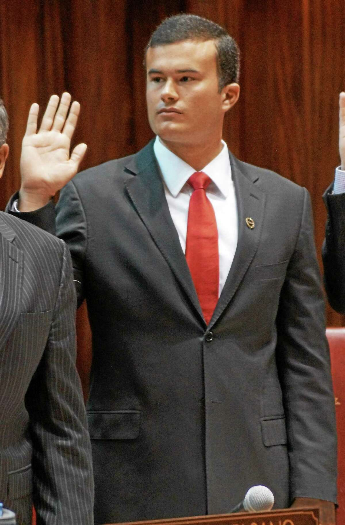 Sen. Art Linares (R-Westbrook) takes the Oath of Office in 2013.