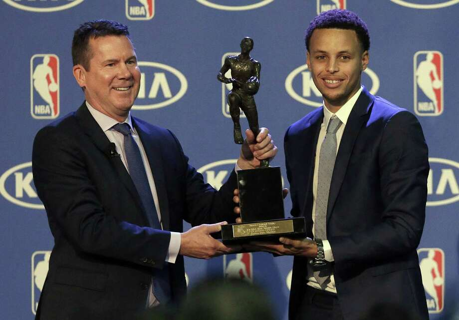 Warriors guard Stephen Curry, right, is presented with the NBA's Most Valuable Player award by Tim Chaney of Kia Motors on Monday. Photo: Jeff Chiu — The Associated Press  / AP