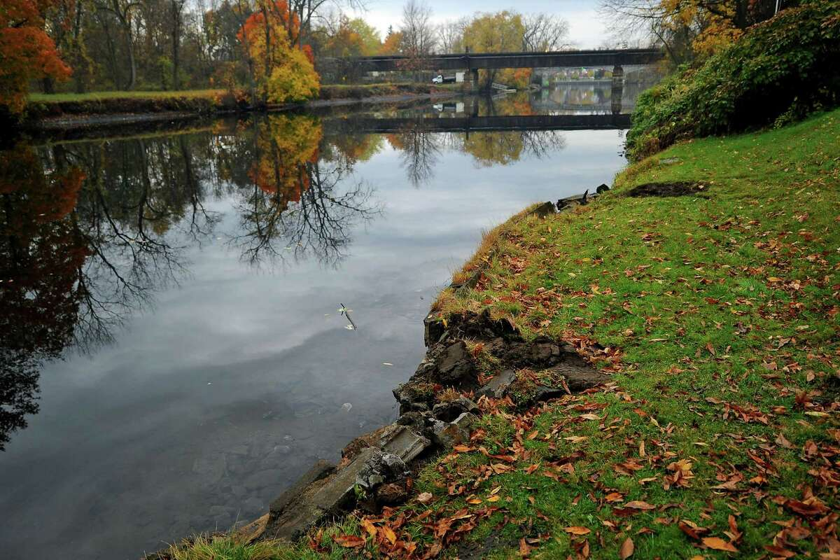 The scene on the Hudson River in Fort Edward, N.Y., where fugitive Gregory Lewis drove his vehicle late Tuesday, Oct. 28, 2014. (AP Photo/The Post-Star, Steve Jacobs)