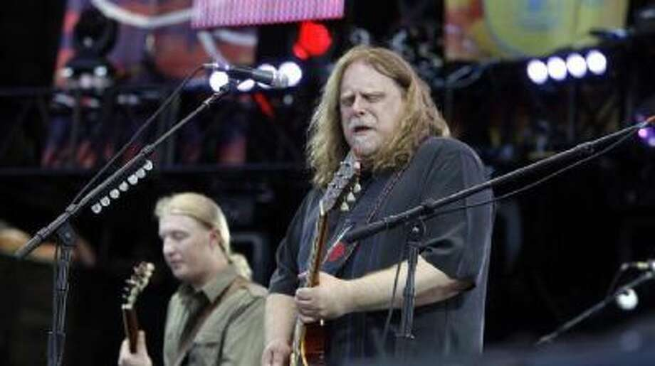 n this June 26, 2010 file photo, Warren Haynes, right, performs with Derek Trucks during the Crossroads Guitar Festival in Chicago. Haynes and Trucks are leaving the Allman Brothers Band at the end of the year.