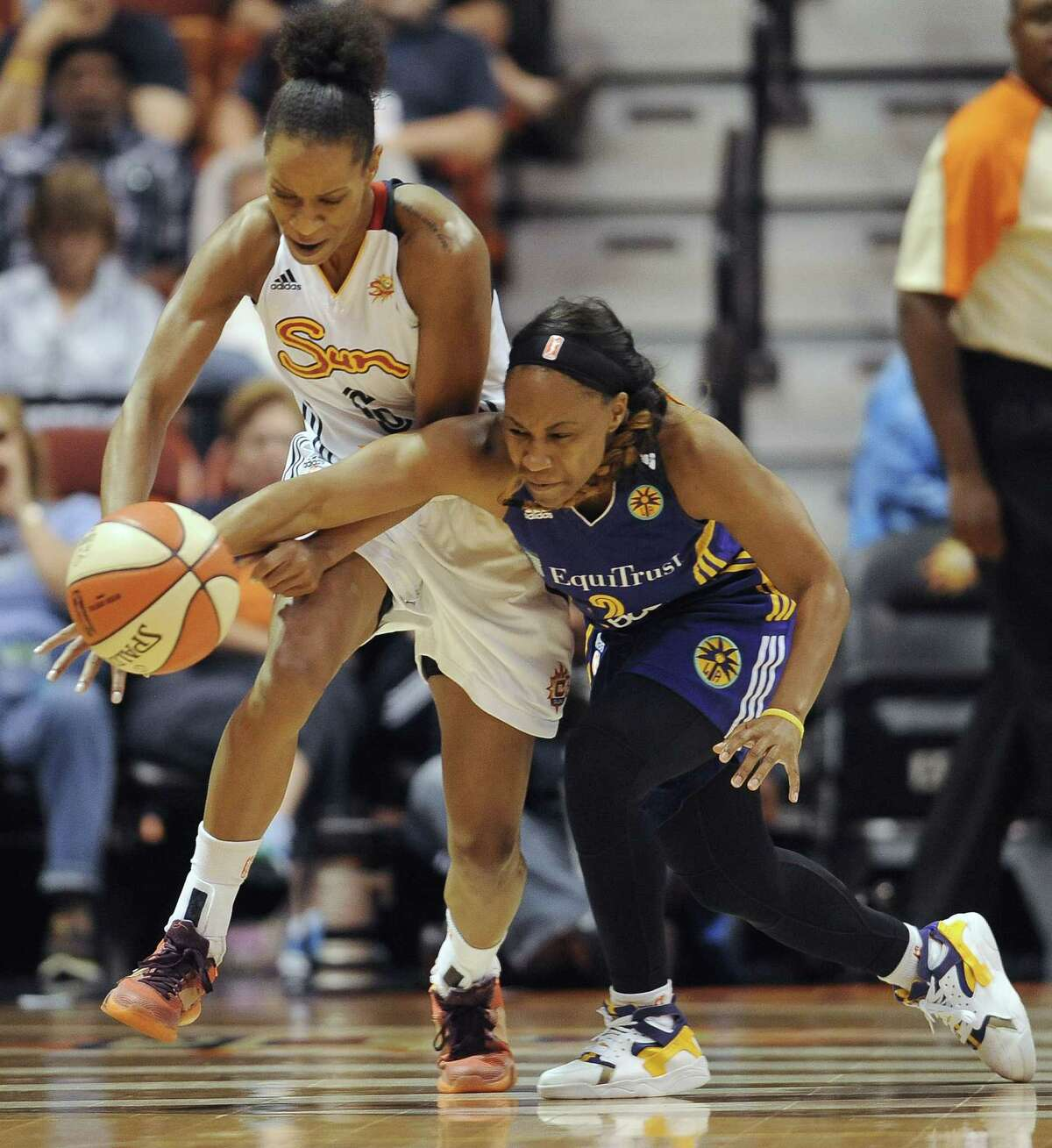 The Connecticut Sun's Jasmine Thomas, left, chases down a loose ball during a recent game.