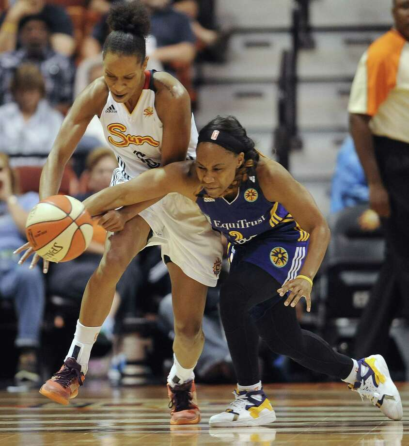 The Connecticut Sun's Jasmine Thomas, left, chases down a loose ball during a recent game. Photo: The Associated Press File Photo  / FR125654 AP