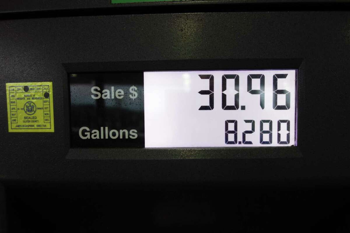 New York gasoline prices at the pump jumped an average of 4 cents per gallon over the last week.