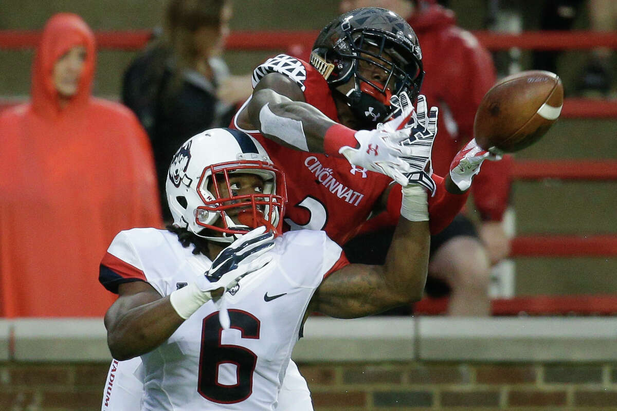 UConn cornerback Jhavon Williams (6) breaks up a pass to Cincinnati wide receiver Johnny Holton in the first half.