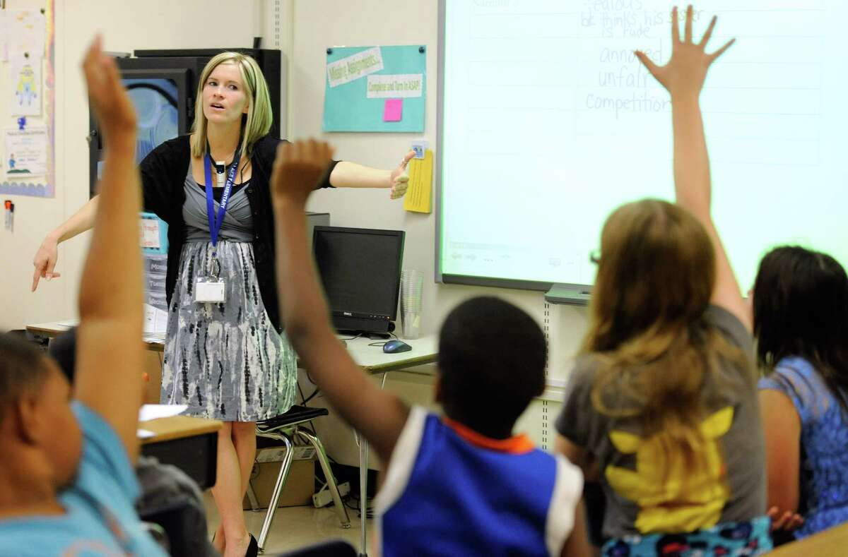Amy Lawson, a fifth-grade teacher at Silver Lake Elementary School in Middletown, Del., teaches an English language arts lesson Tuesday, Oct. 1, 2013. The school has begun implementing the national Common Core State Standards for academics.